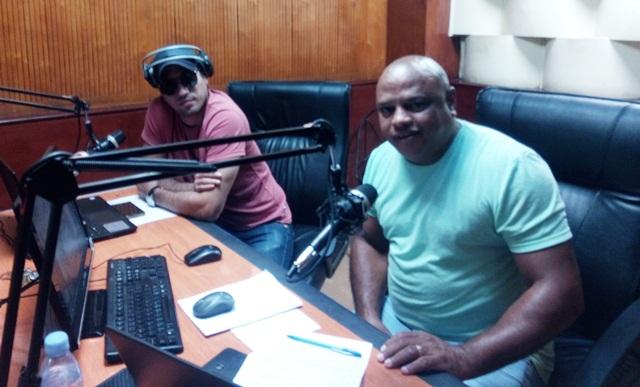 En el programa de radio Ciudad de La Habana, Discofiesta 98. Foto: Tumbao Habana